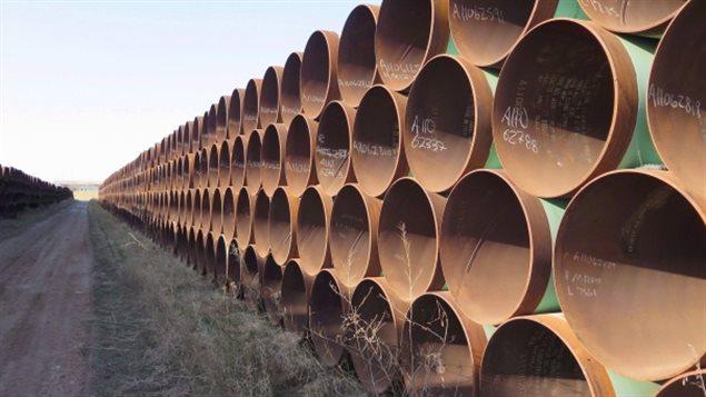 Des morceaux de pipeline entreposés dans le Dakota du Nord et destinés à l'oléoduc Keystone.