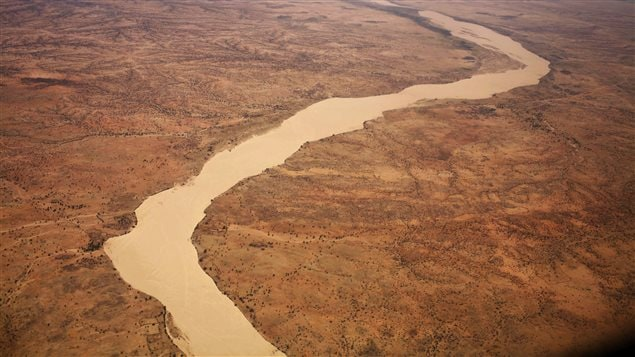 A dried up river filled with sand winds its way across the desert near Gos Beida in eastern Chad June 5, 2008.