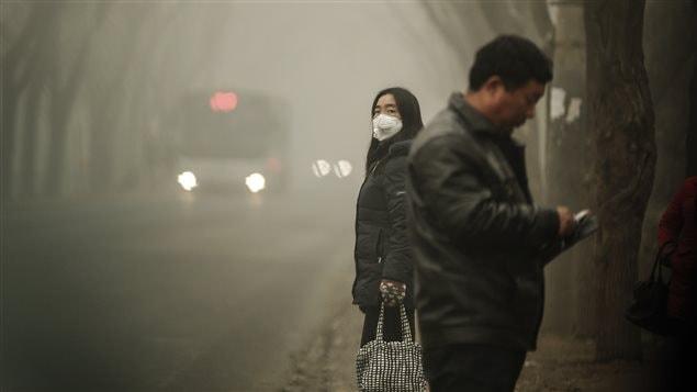 Un épais nuage de pollution enveloppe la capitale chinoise, Pékin.
