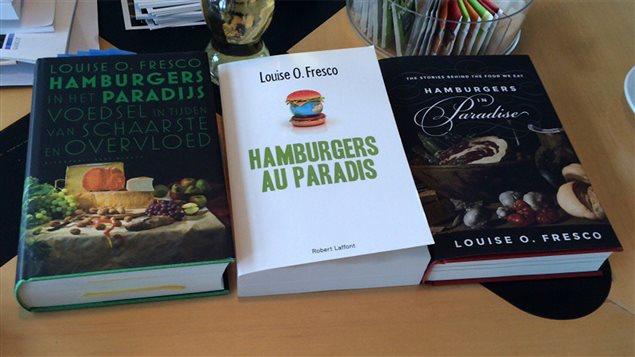 Trois éditions différentes de l'essai de Louise O. Fresco, <em>Hamburgers au paradis</em>