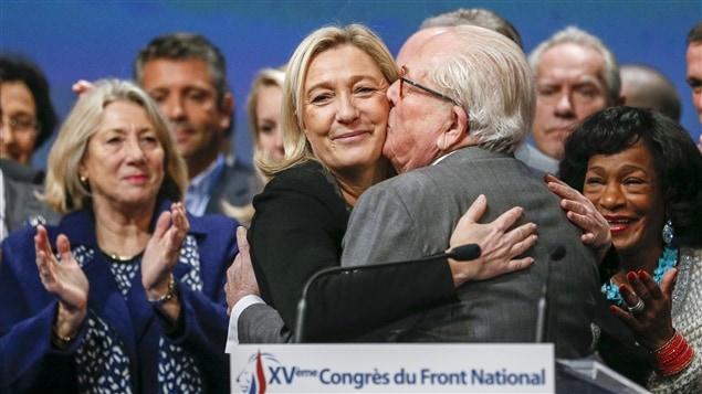 La président du Front national, Marine Le Pen, et son père, Jean-Marie Le Pen, fondateur du parti