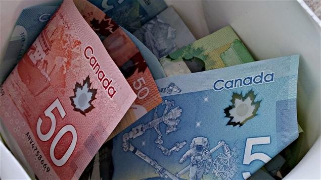 Le programme de prix 2016 de la Fondation pour le journalisme canadien est varié et comprend aussi des récompenses en argent pouvant aller jusqu'à 5000 dollars dans certains cas.
