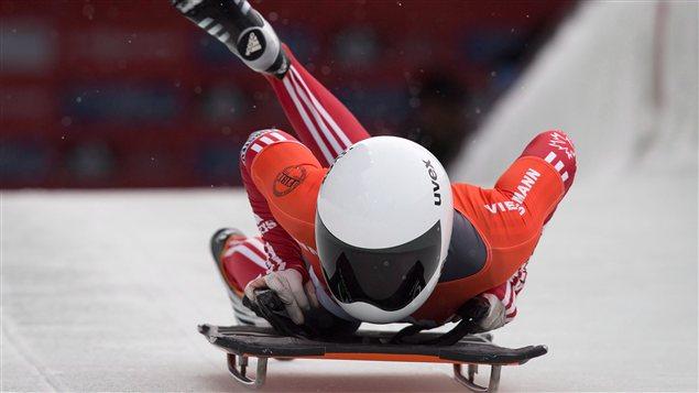 Photo: La canadienne Cassie Hawrysh au départ d'une course de skeleton