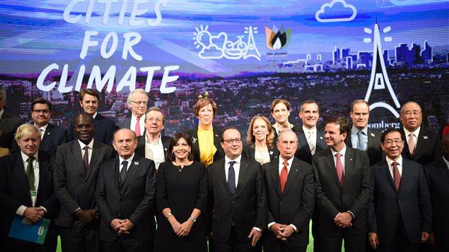 Le président français François Hollande avec les maires des principales grandes villes du monde (Londres, New York, Paris, Séoul, Istanbul, Rio de Janeiro)
