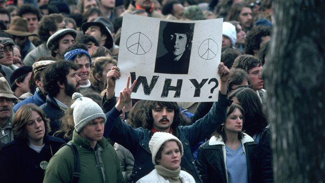 Manifestation en hommage à John Lennon dans Central Park, en décembre 1980.
