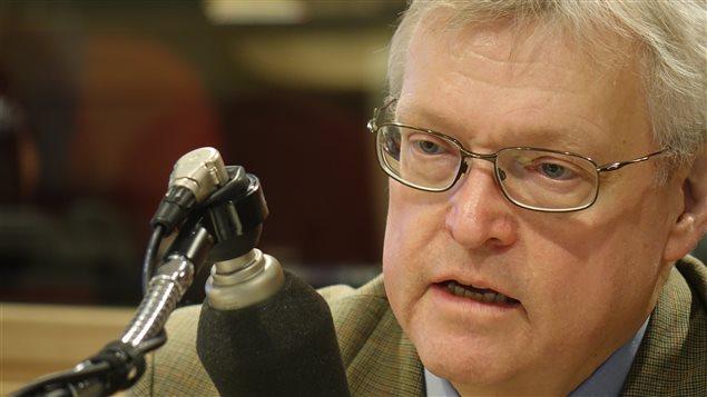 Le ministre de la Santé, Gaétan Barrette, au micro d'Alain Gravel
