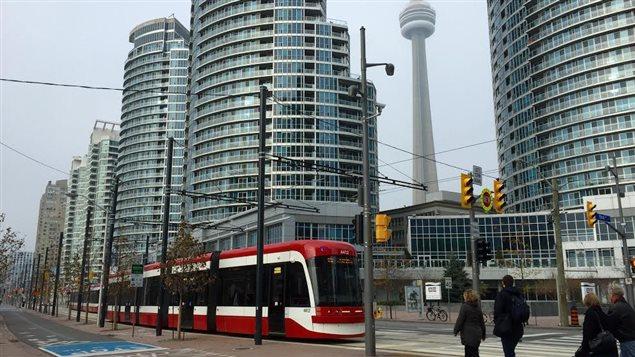 L'un des nouveaux tramways de Toronto