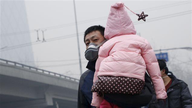 Le smog touche particulièrement les enfants qui sont sensibles aux problèmes respiratoires.