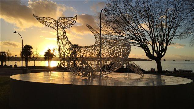 L'épaulard du Festival des lumières de Vancouver au coucher du soleil