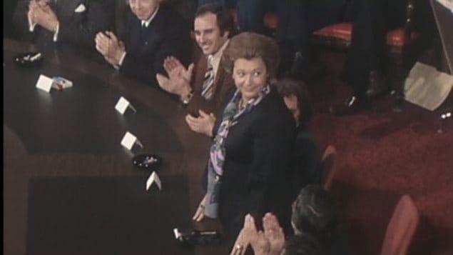 Lise Payette durante la presentación del primer gabinete de René Lévesque en 1976.