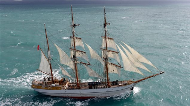 Le navire Kaskelot, embarquement des aventuriers de la téléréalité « La grande traversée »