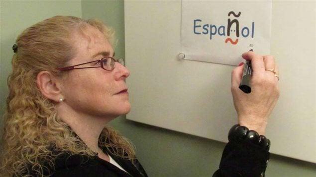 La profesora y sicóloga Elena Pitkowski se ha convertido en una de las mejores guías para quienes quieren aprender español en Montreal, Canadá. La lengua de Cervantes abre las puertes de las culturas, las historias, los valores, la música y el arte hispanos.