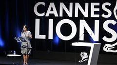 Monica Lewinsky lors de la cérémonie des Lions de Cannes 2015.