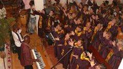 Le chant à l'église, un élément important de la Fête de Noël au Cameroun.