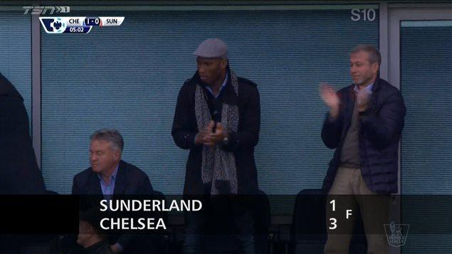 La photo qui a démarré la machine à rumeurs: Didier Drogba a assisté au match de Chelsea, aux côtés du propriétaire Roman Abramovich.