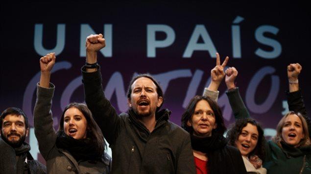 Le dirigeant du parti Podemos, Pablo Iglesias, et des membres du parti en Espagne