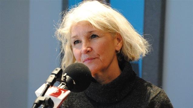 Claude reçoit l'auteure Rose-Line Brasset dont la série jeunesse Juliette connaît un grand succès.