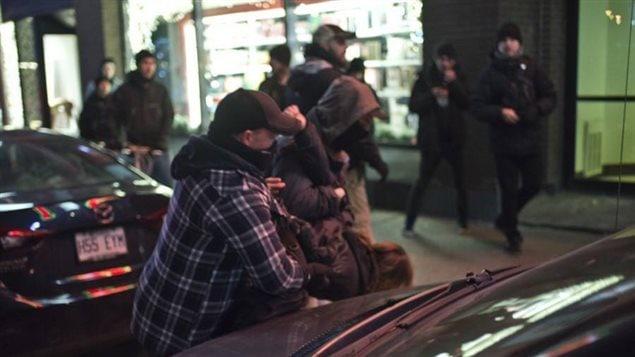 Un étudiant, Simon Dugrenier, se fait arrêté par des policiers en civil lors de la manifestation anti-austérité le 18 décembre