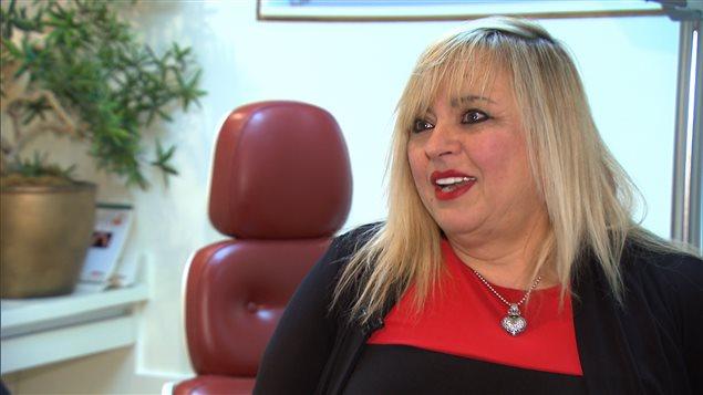 La denturologiste Danielle Patenaude, de la Clinique de denturologie Danielle Patenaude, à Montréal, en décembre 2015.