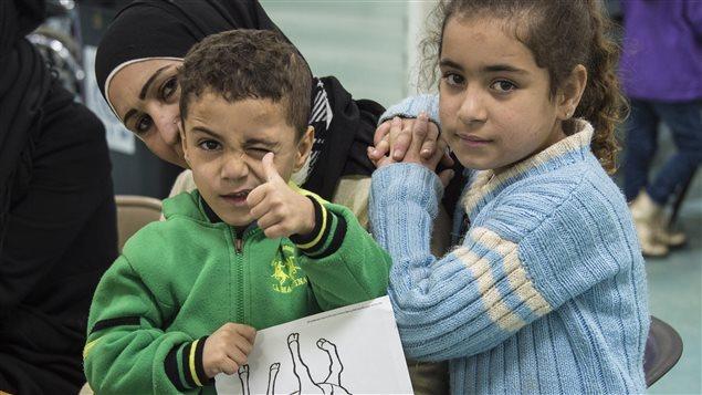 Une mère et des enfants réfugiés