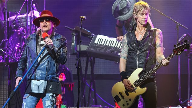 Axl Rose et Duff McKagan du groupe Guns N' Roses en spectacle le 23 avril 2014