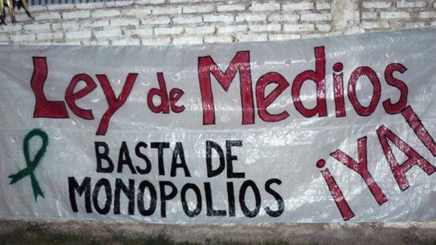 Mural en favor a una Ley de Medios en Argentina.