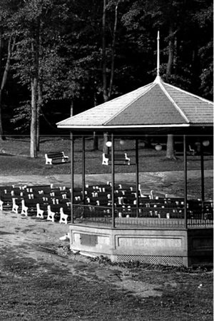 Photo from 1945 showing benches had been placed near the bandstand for a listening audience.