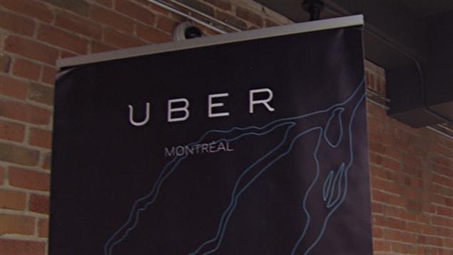 Les clients d'UberX dénoncent les hausses de tarifs à l'occasion de la veille du Nouvel An.