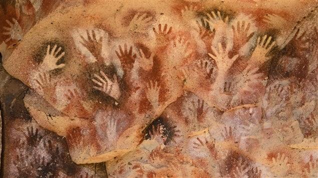 Peintures rupestres de la Cueva de las manos, un site archéologique de la Patagonie argentine