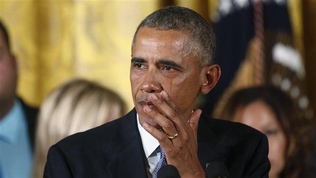 Le président Barack Obama verse une larme lors de son discours sur le contrôle des armes à feu, le 5 janvier 2016.
