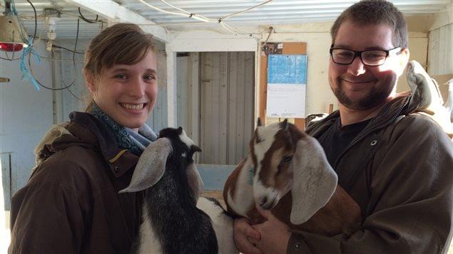 Éliane Gélinas-Frenette et Vincent-Olivier Bastien commercialisent la viande de leurs chèvres depuis l'été 2015.