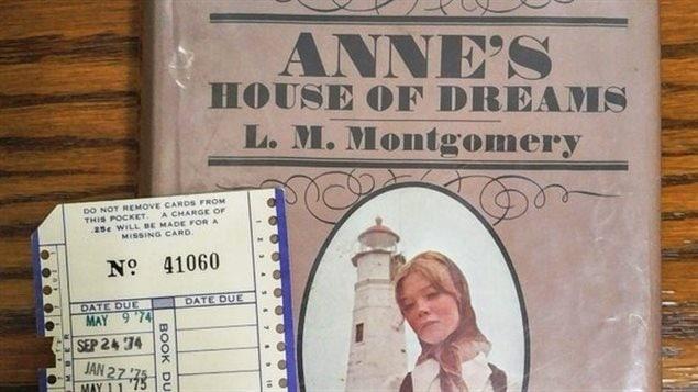 Un ouvrage classique retourn la biblioth que apr s 38 for Anne et la maison aux pignons verts livre