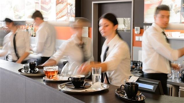 Le bal des serveurs dans un restaurant