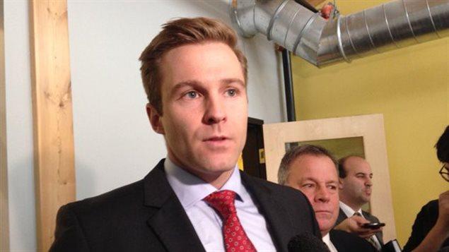 Le premier ministre du N.-B., Brian Gallant, lors d'un point de presse à Saint-Jean, lundi matin