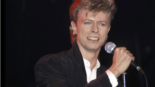 David Bowie en 1987, lors d'un spectacle de sa tournée Glass Spider Tour