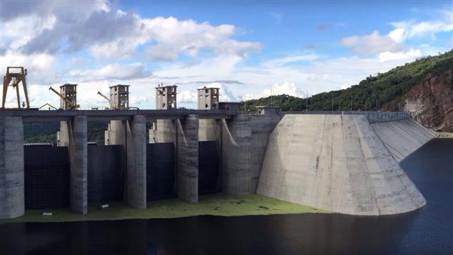 La Central Hidroeléctrica de Sogamoso que pertenece a la generadora de energía Isagén. La mayoría de sus acciones, el 57,6 %, fue comprada por el consorcio canadiense Brookfield.