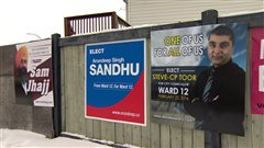 Des pancartes électorales se multiplient dans le quartier 12 d'Edmonton en vue de l'élection partielle prévue à la mi-février.