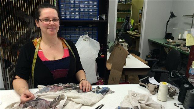 Brenda Mcbrearty, propriétaire de l'atelier-boutique La Dé-Coupe à Nouvelle.