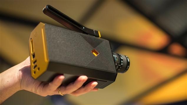 Un prototype de la « nouvelle » caméra Super 8 de Kodak, tel que présenté au CES 2016