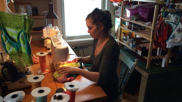 Joële Yoja confectionne des sous-vêtements à partir de tissus recyclés depuis janvier 2015.