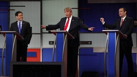 Le candidat Donald Trump, entouré de deux de ses rivaux, Marco Rubio et Ted Cruz