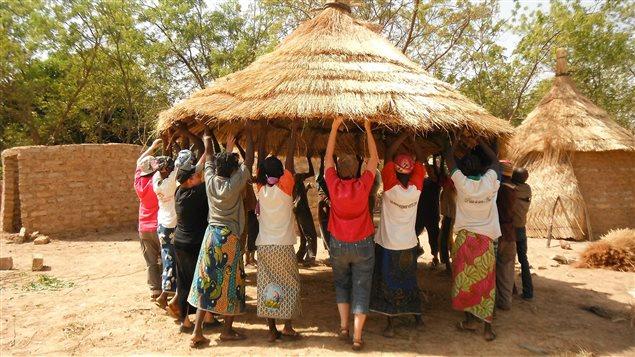 Des coopérants du groupe Song Taaba de Victoriaville à Doulou au Burkina Faso.