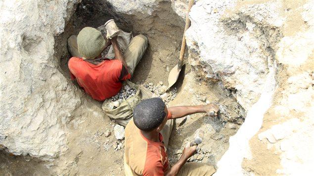 Des mineurs artisanaux à Tulwizembe, dans la province du Katanga, en République démocratique du Congo.