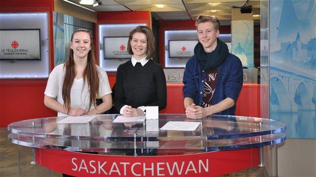 Camille, Roxanne et Sebastian sur le plateau du Téléjournal Saskatchewan