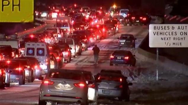 Jonás está perturbando ya el tráfico en el este de Estados Unidos.