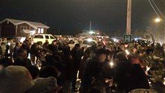 Plus de cent personnes se sont rassemblées lors d'une veillée aux chandelles.