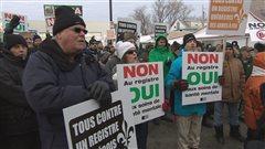 Environ 200 personne ont manifesté contre la cération d'un nouveau resgistre des armes à feu.