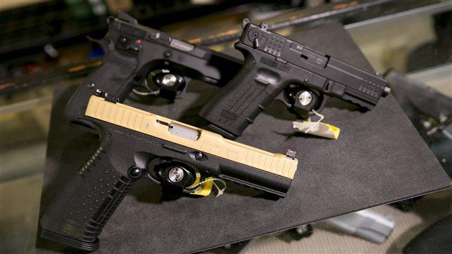 Pistolets à l'Armurerie Léger de Québec