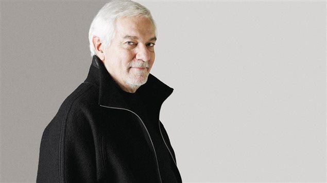 Michel Dumont, en 2005, pose pour le site de la compagnie de théâtre Jean Duceppe