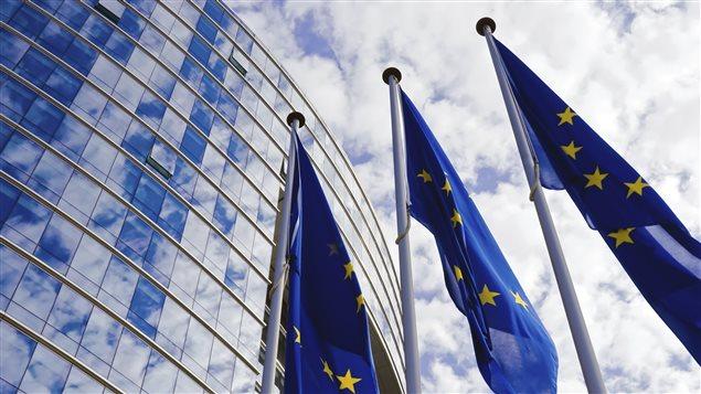 Les drapeaux de l'Union europ�enne ornent les devants du Parlement europ�en � Bruxelles
